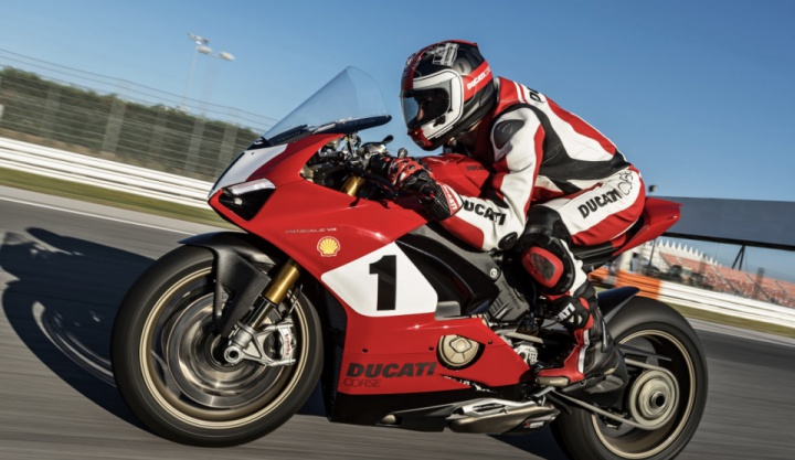 Fogarty Introduces Ducati 25° Anniversario 916
