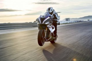The life of the engine BMW HP4 Race is only 5000 km
