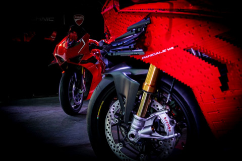 Lego Ducati Panigale V4 R life-size model was built in 400 hours
