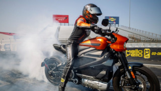 Harley-Davidson LiveWire Sets Record for the Quickest Eighth-Mile and Quarter-Mile Drag Time