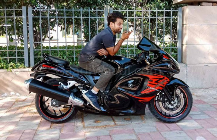 Bajaj Dominar modified into Suzuki Hayabusa