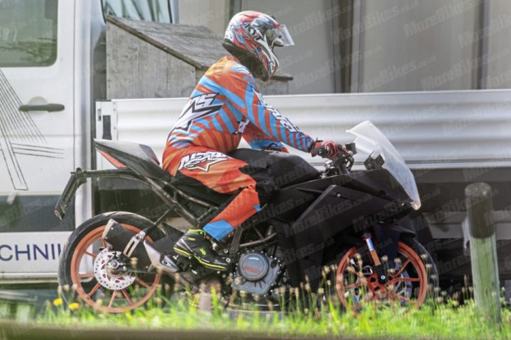 New spy shots of the KTM RC390