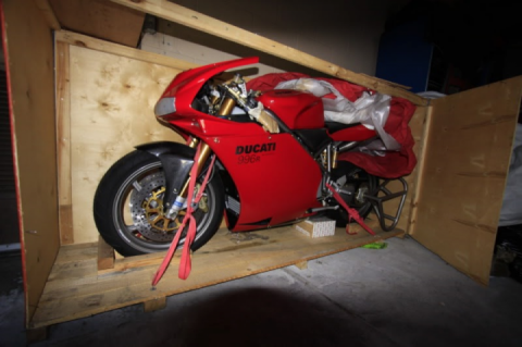 Forgotten by the owner: the new Ducati 996R in the factory box