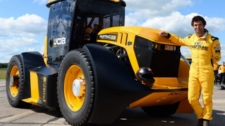 Video: Guy Martin smashes British tractor speed record in JCB Fastrac